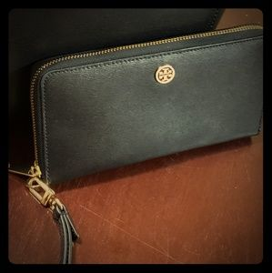 Tory Burch Leather Wallet / Wristlet Black New